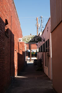 Alley between West Main Street and West Walnut